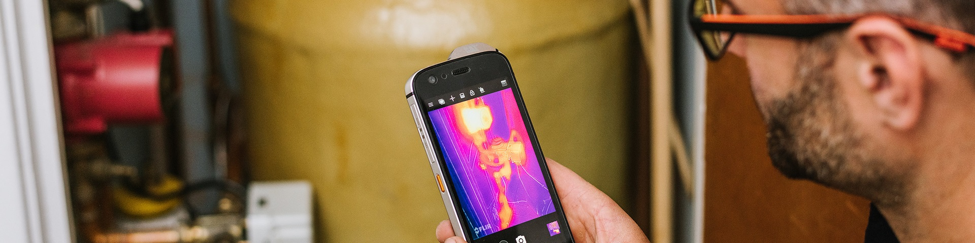 Using thermal imaging on the Cat S61 smartphone | Cat phones
